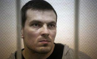 Un opposant russe a été condamné à quatre ans et demi de camp vendredi pour des heurts lors d'une manifestation anti-Poutine, un verdict qui laisse présager des peines sévères pour 17 autres accusés, alors que ces poursuites sont dénoncées comme visant à dissuader toute contestation.
