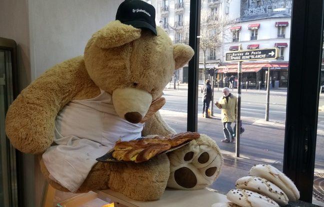 Les commerçants mettent en scène les nounours comme ici dans une boulangerie