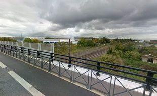 Le pont de la Bleuse Borne, rue Jean-Jaurès, à Anzin.
