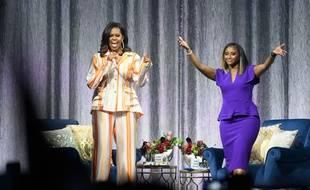 Sur la scène de l'AccorHotels Arena, Michelle Obama est venue faire la promotion de son livre