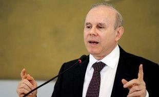 Le Brésil a de nouveau fortement revu à la baisse jeudi sa prévision de croissance pour 2012 et annoncé de nouvelles mesures pour relancer la sixième économie mondiale qui tourne au ralenti.