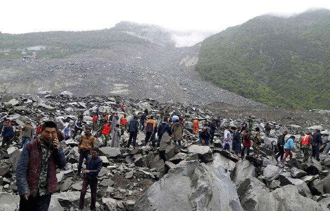 Un immense glissement de terrain a englouti une cinquantaine de maison dans le village chinois de Xinmo (Sichuan) le 24 juin 2017.