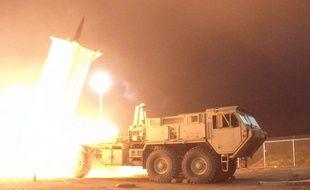 Le système Thaad (Terminal High Altitude Area Defense) basé en Alaska intercepte un missile lors d'un test, le 28 juillet 2017.