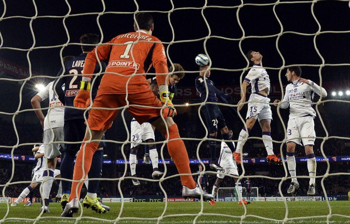Toulouse et son gardien Mauro Goicoechea ont été éliminés en demi-finale de Coupe de la Ligue par le Paris Saint-Germain, le 27 janvier 2016 au Parc des Princes. – F. Fife / AFP