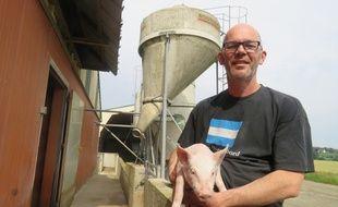 Anthony Bouget est à la tête d'une élevage de 3.000 porcs à Corps-Nuds près de Rennes.