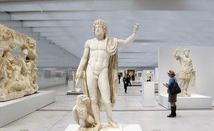 Lens, le 3 decembre 2012. Le musee du Louvre-Lens ouvre ses portes a la presse la veille de l'inauguration officielle. Ici la galerie du Temps.