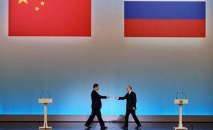 """Vladimir Poutine et son homologue chinois avaient déjà affiché vendredi des relations au beau fixe, le chef de l'État russe ayant salué cette """"visite historique avec des résultats positifs""""."""