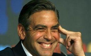 George Clooney pendant la conférence de presse.