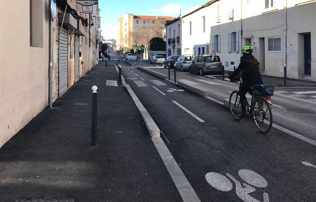 Une cycliste sur une piste cyclable, à Montpellier (illustration)
