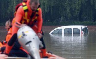 Des inondations se sont produites après de fortes pluies à Bruay-La-Buissières, dans le Nord de la  France, le 31 mai 2016.