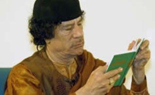 Khadafi lit un extrait de son «livre vert», le 2 mars 2007, jour anniversaire de la Jamahiriyah de Libye.