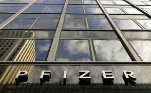 """Le groupe pharmaceutique américain Pfizer entend supprimer 183 postes au premier semestre 2014 en France dans le cadre d'un projet de """"réorganisation"""" visant à """"optimiser"""" les effectifs mais il s'engage """"à éviter les départs contraints""""."""