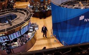 Wall Street a terminé sans direction mardi dans un marché attentiste avant la conclusion de la réunion de politique monétaire de la Réserve fédérale (Fed) américaine: le Dow Jones a pris 0,53% et le Nasdaq a cédé 0,30%