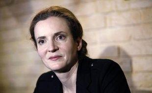 """Quinze militants du FN ont réclamé samedi devant la mairie de Longjumeau (Essonne), fief de Nathalie Kosciusko-Morizet, la démission de l'ex-ministre de son mandat de députée, estimant qu'elle a """"tourné le dos"""" à ses électeurs en annonçant sa candidature pour la mairie de Paris."""