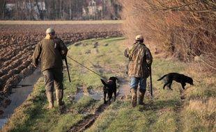 Illustration d'une partie de chasse avec des chiens.