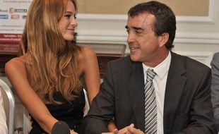 Arnaud Lagardère et sa fiancée Jade Foret le 17 octobre 2011 à Bruxelles.