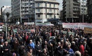 Quelques milliers d'agriculteurs ont manifesté mardi dans le centre d'Athènes à l'appel du parti communiste KKE contre un tour de vis fiscal et l'augmentation de leurs coûts de production, a constaté l'AFP.