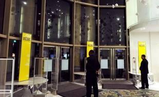 Le Printemps, qui doit être racheté par un groupe d'investisseurs qataris, pourrait devenir un centre commercial de luxe, dont les emplacements seront loués au prix fort à des marques de luxe, menaçant ainsi 226 emplois, selon le site d'informations en ligne Mediapart.