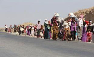 Des familles irakiennes de la communauté yazidie déplacées, près de la frontière irako-syrienne dans le nord du pays, le 13 aout 2014