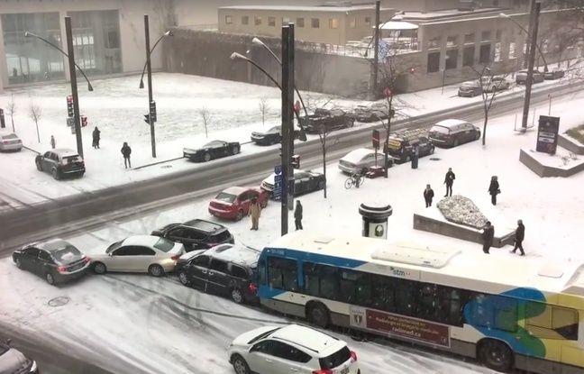 La neige et la glace ont provoqué un carambolage entre plusieurs véhicules à Montréal, le 5 décembre 2016.
