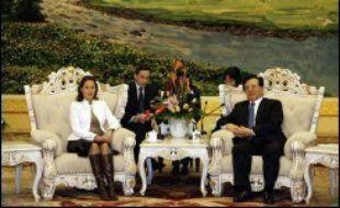 Ségolène Royal, a été reçue lundi par le vice-président Zeng Qinghong, numéro cinq du régime, qui a fait assaut d'amabilités à l'égard de la candidate socialiste à l'élection présidentielle française.