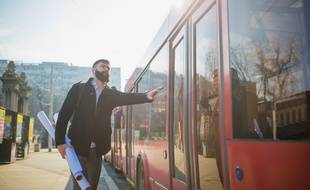 L'employeur a l'obligation de vous rembourser la moitié de votre abonnement si vous prenez les transports en commun pour vous rendre au travail.