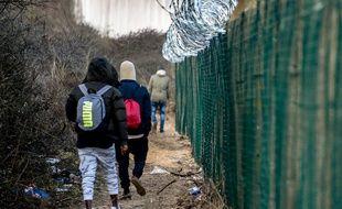 Des migrants essayant de rejoindre l'Angleterre à Calais (image d'illustration).
