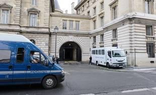 Dispositif policier autour du procès de Antonio Ferrara jugé en appel à tribunal de grande instance de Paris, le 9 mai 2012.