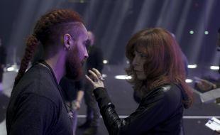Mylène Farmer face au danseur Aziz Baki, en 2019.