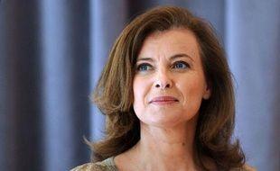 """Valérie Trierweiler, compagne de François Hollande, a décidé de porter plainte pour """"diffamation et atteinte à la vie privée"""" contre les auteurs d'une biographie """"La frondeuse"""", a annoncé mercredi son avocate, précisant que son dépôt était """"en cours""""."""