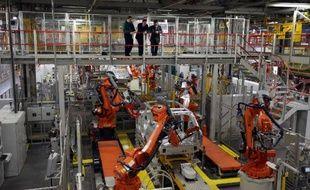 Le constructeur automobile Jaguar Land Rover (JLR), qui appartient au groupe indien Tata Motors, a annoncé un investissement de 1,5 milliard de livres et la création de 1.700 emplois directs au Royaume-Uni pour fabriquer de nouveaux véhicules à base d'aluminium.