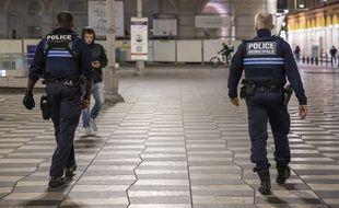 Un contrôle de police pendant le couvre-feu à Nice, le 25 octobre 2020 (Illustration)