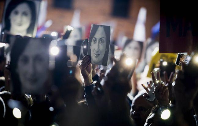 Des manifestants brandissent le portrait de la journaliste Daphne Caruana Galizia lors d'un rassemblement à La Valette, le 29 novembre 2019.