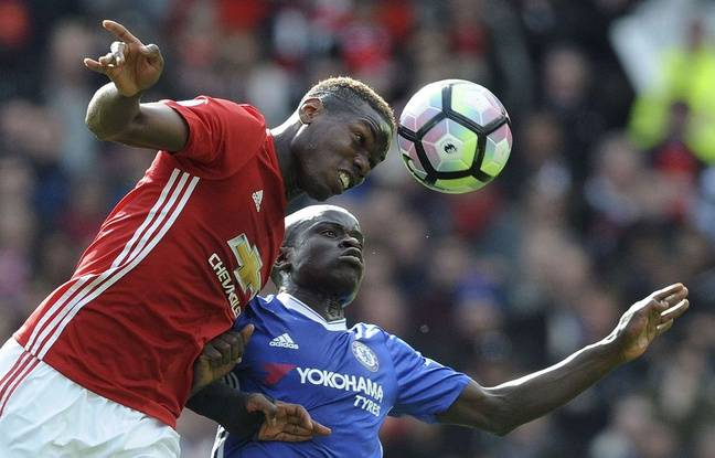 Paul Pogba et N'Golo Kanté à la lutte lors de Mancheser United-Chelsea, le 16 avril.
