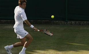 Le Français Nicolas Mahut, lors d'un match sans fin à Wimbledon contre l'Américain John Isner, le 23 juin 2010.