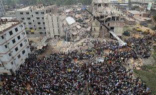 Les décombres de l'immeuble du Raza Plaza, au Bangladesh, le 25 avril 2013.