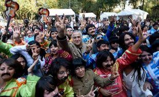 Des gens déguisés en Beatles à Mexico le 28 novembre 2015