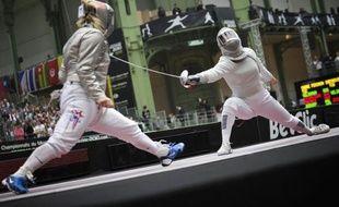 L'équipe de France a connu samedi une déroute au sabre aux Championnats du monde à Paris où, en deux tours, les quatre messieurs ont été éliminés, tandis que chez les dames, Carole Vergne a sauvé quelque peu les meubles avec un quart de finale.