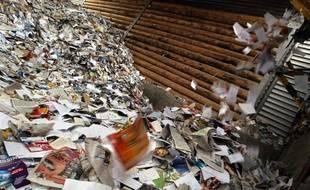 Le tri et la collecte des vieux papiers a un coût nettement plus élevé pour les collectivités en France que chez ses voisins européens, selon une étude publiée jeudi par l'éco-organisme Ecofolio, qui plaide notamment pour la mise en place d'une collecte dédiée pour réduire les coûts.
