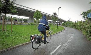 L'éclairage de la piste cyclable Roger-Lapébie est géré à l'aide de capteurs.