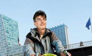 Philippe Fauvarque fait près de 150 kilomètres par semaine pour le boulot.