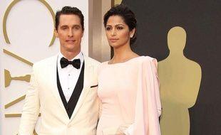 Matthew McConaughey et sa femme Camila Alves lors de la 86e cérémonie des Oscars, le 2 mars 2014.