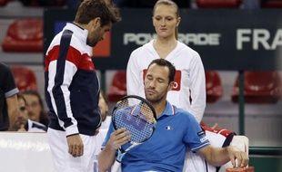 Michaël Llodra et Richard Gasquet ont apporté à la France deux nouveaux points pour une victoire franche (5-0) sur Israël au 1er tour du groupe mondial de la Coupe Davis, dimanche à Rouen.