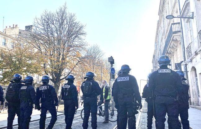 Les forces de l'ordre se sont positionnées pour empêcher l'accès des manifestants place Pey-Berland