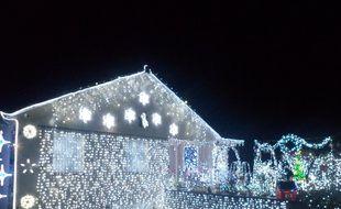 cafd3ccc28bf41 Lorraine  Pour Noël, cette famille illumine sa maison pour recréer le  palais de la
