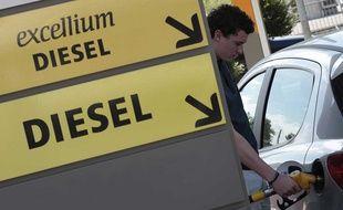 Un plein d'essence de 50 litres coûtera 2,40 euros de plus avec l'augmentation de cette taxe.