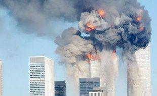 """Un juge fédéral de New York a accepté que les propriétaires des anciennes tours jumelles de Manhattan détruites lors des attentats du 11-Septembre 2001 réclament devant la justice plusieurs milliards de dollars aux compagnies aériennes American Airlines et United Airlines pour """"négligence""""."""