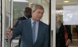 L'homme d'affaires français Vincent Bolloré sortant du siège du CSA à Paris le 24 septembre 2015 à Paris
