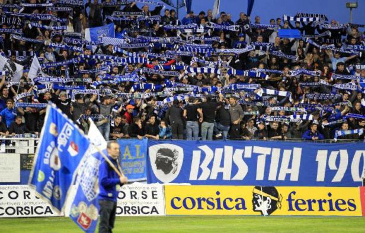 Les supporteurs du SC Bastia lors du match de Ligue 1 contre Lyon, le 2 novembre 2014 au stade Armand Cesari à Bastia – Pascal Pochard Casabianca AFP
