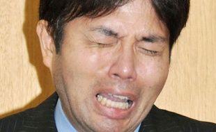 Le député japonais Ryutaro Nonomura lors de ses excuses publiques le 2 juillet 2014.